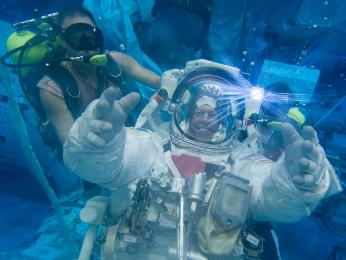 NASA astronaut Mike Fossum trains for the Expedition 28 mission.