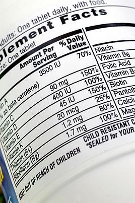 etiqueta en una botalla de suplementos dietéticos