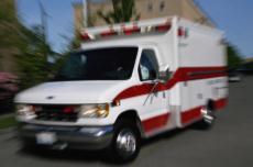 Fotografía de una ambulancia en camino