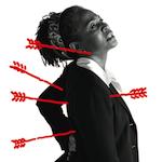 Photo of a woman experiencing unusual upper body discomfort, illustrated by a super imposed sketch of arrows (projectiles) puncturing her back and neck.<sp!>Aprenda más sobre malestar la parte superior del cuerpo como síntoma del ataque del corazón<!sp>