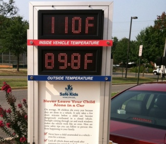 Display showing the difference between temperatures outside and inside a vehicle at the heatstroke news event.
