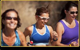 Tres mujeres hacen deporte