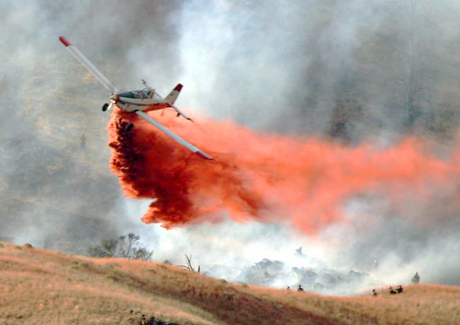 Aircraft dropping extinguishing agent