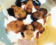 Fotografía de un grupo de jóvenes