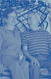 Imagen de una feliz pareja de ancianos