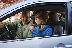 Photo: Teen girl putting on seat belt