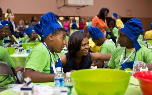 First Lady talks with children (Official White House Photo by Chuck Kennedy)