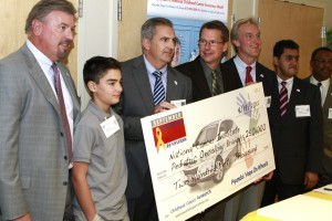Orentas receiving research grant award from local Hyundai dealers