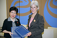 HHS Secretary Sebelius poses with WHO Director-General Chan. Photo Credit: Don Conahan.