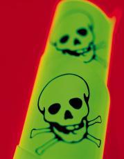 Fotografía del símbolo de veneno indicado por dos calaveras