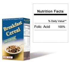 Caja de cereal y una etiqueta que indica el ácido fólico