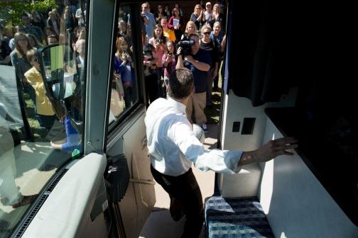 Secretary Arne Duncan Arrives at Emporia State University