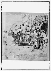 Galveston 1900 - gathering dead  (LOC)