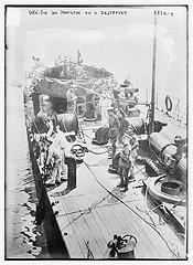 Gen. Sir Ian Hamilton on a destroyer  (LOC)