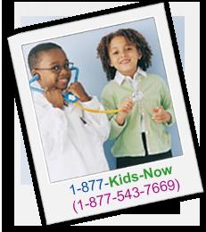 Ilustrado: Dos niños sonriendo. Texto: Llame a nuestra línea directa – 1-877-Kids-Now (1-877-543-7669) para obtener más información.