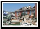 Una imagen de una casa que ha sido afectada por un desastre natural