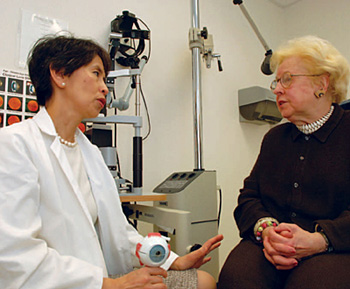 Lady doctor talking to an eldarly woman patient.