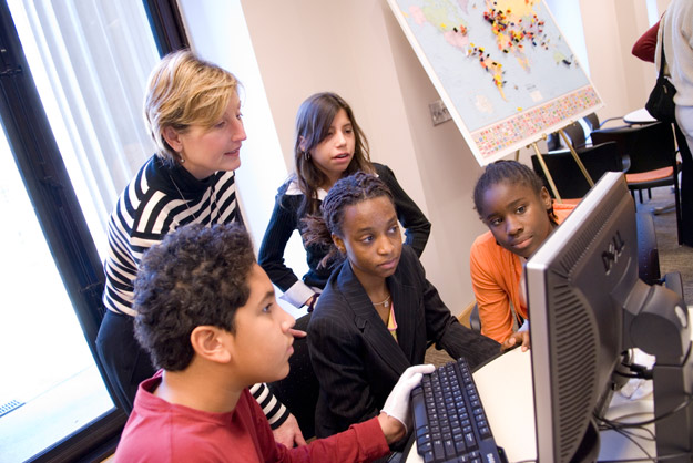photo of students in the learning lab