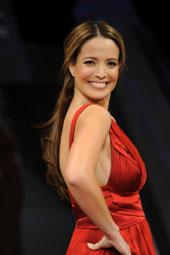 Jeannette Torres-Alvarez desfilando un vestido de Carlos Miele