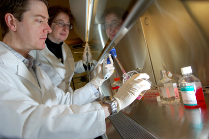 Physician-researcher trainee Edgar Charles and mentor Lynn Dustin