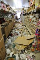 Un terremoto de magnitud 7.2 sacudió este mercado durante el Domingo de Pascua, dejando rastros de mercancías y productos rotos en el suelo