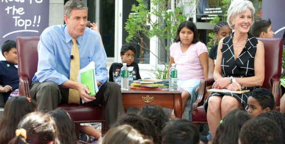 HHS Secretary, Kathleen Sebelius and Education Secretary Arne Duncan read to students.