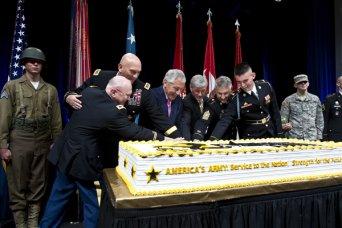 238th Army Birthday cake cutting
