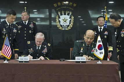 U.S. Army Gen. Martin E. Dempsey, left, chairman of the Joint Chiefs of Staff, and South Korean chairman of the Joint Chiefs of Staff Gen. Jung Seung-jo sign updated security agreements after the 38th Military Committee Meeting in Seoul, South Korea, Sept. 30, 2013.