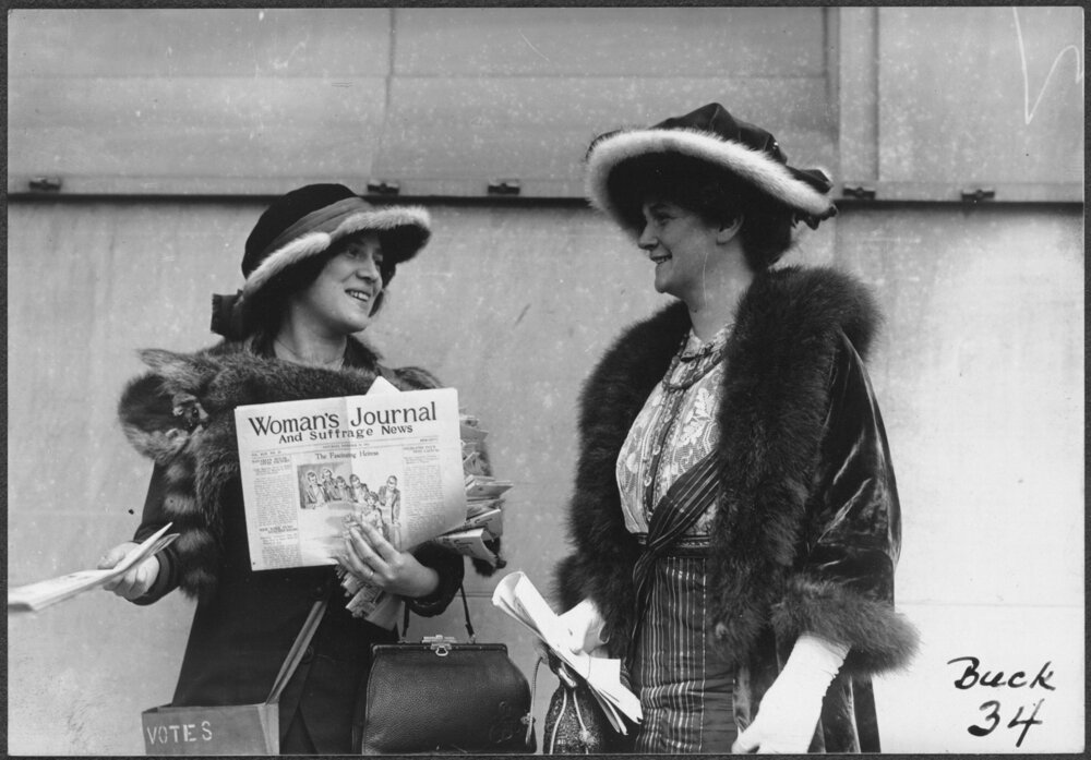 Suffragist Margaret Foley distributing the  Woman's Journal and Suffrage News   (    Library of Congress    )